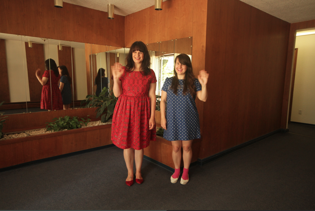 Image of Jessica and Alicia waving.